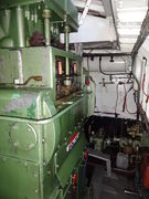 Sleepboot Bolnes machinekamer.jpg